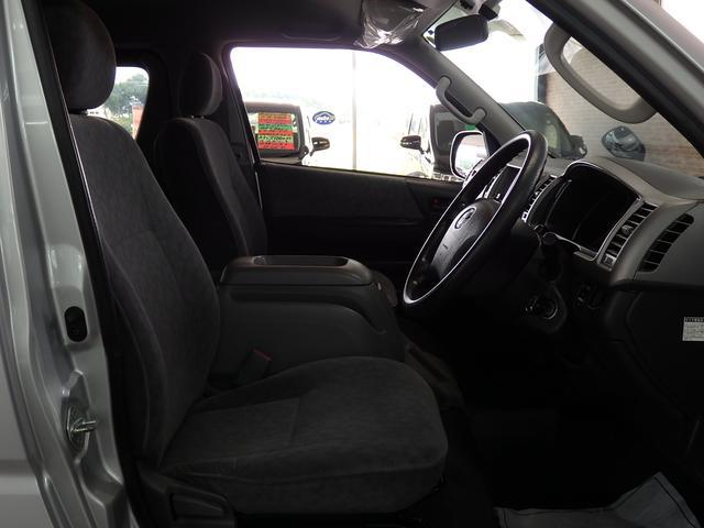 トヨタ ハイエースワゴン GLロング ミドルルーフ 4WD
