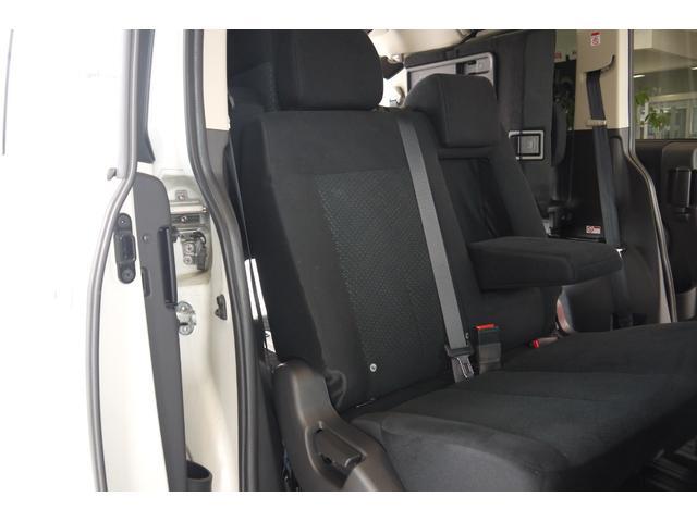 D パワーパッケージ 2.2リッター ディーゼルターボ 4WD 両側電動スライドドア HIDヘッドランプ 8人乗り(24枚目)
