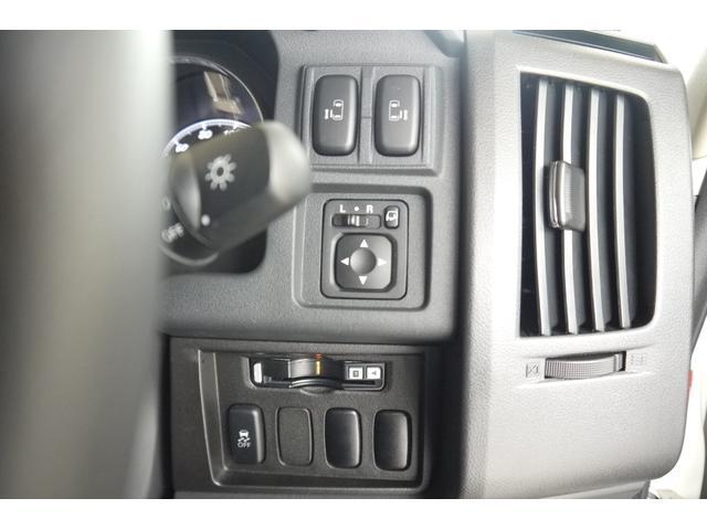D パワーパッケージ 2.2リッター ディーゼルターボ 4WD 両側電動スライドドア HIDヘッドランプ 8人乗り(56枚目)