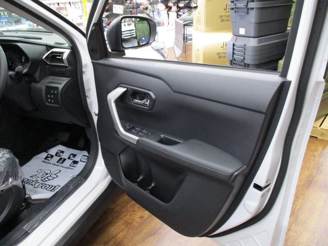 プレミアム 4WD  純正9インチSDナビ パノラマモニター(19枚目)