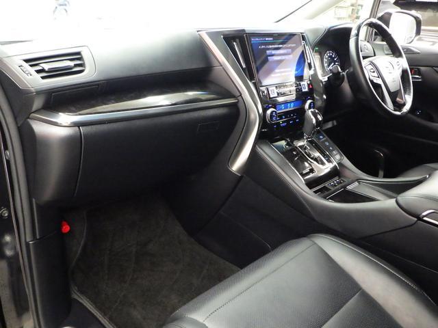 ZR Gエディション 4WD ワンオーナー車 サンルーフ 黒革エアーシート アルパイン11インチナビフルセグ&フリップダウンモニター バックカメラ 両側パワースライドドア パワーバックドア トヨタセーフティセンス(9枚目)