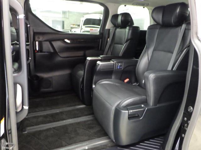 ZR Gエディション 4WD ワンオーナー車 サンルーフ 黒革エアーシート アルパイン11インチナビフルセグ&フリップダウンモニター バックカメラ 両側パワースライドドア パワーバックドア トヨタセーフティセンス(15枚目)