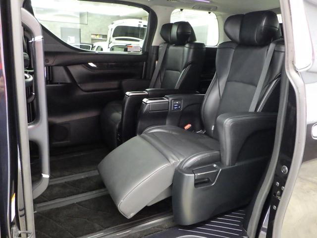 ZR Gエディション 4WD ワンオーナー車 サンルーフ 黒革エアーシート アルパイン11インチナビフルセグ&フリップダウンモニター バックカメラ 両側パワースライドドア パワーバックドア トヨタセーフティセンス(16枚目)