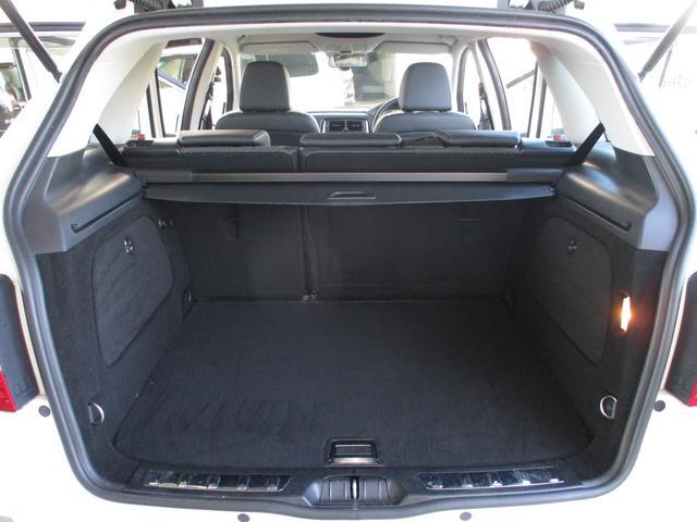 セカンドシートを使用している状態でも、トランクスペースはしっかりと確保されておりますので、気軽に荷物を積む事が出来ます!片側のシートを倒して荷物を積む事も可能です!