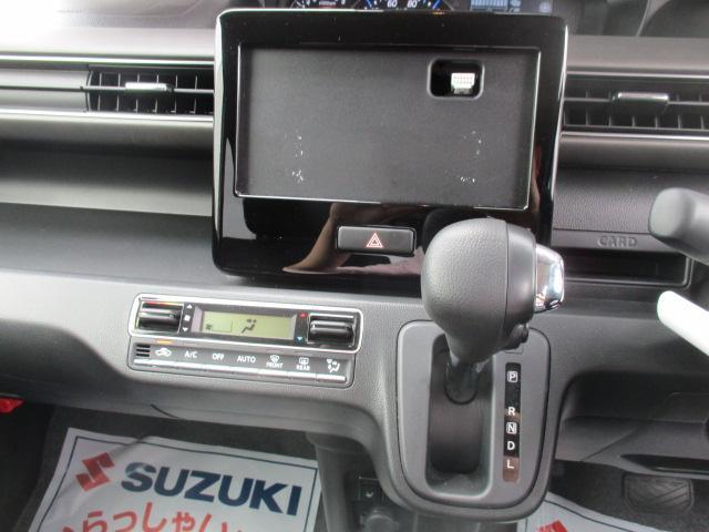 様々な車載用AV機器を取り付けできるオーディオレス仕様&室温を快適に保つオートエアコン☆