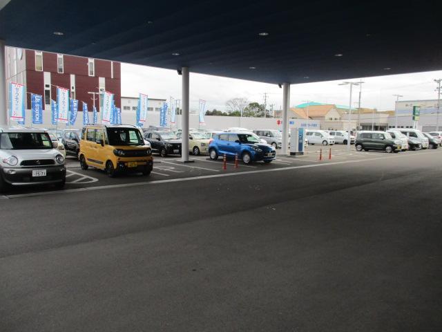 駐車場も10台以上のスペースを確保しており、一部はキャノピー(屋根)付となります。混雑時には稀にお待ちいただく事がございますが、出来るだけスムーズなご入場ができるように心がけております。