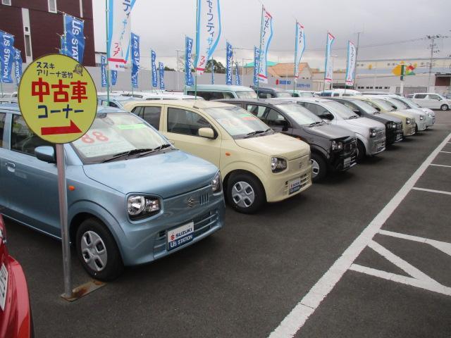 中古車展示場1・アルトやラパン等背の低い車両から前に並べております。