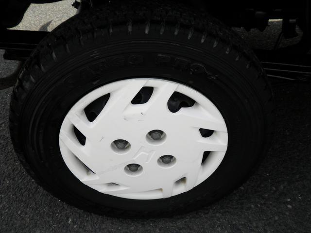 運転席側リアタイヤです