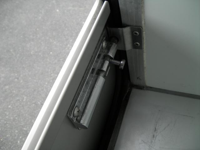 保冷車 4WD パワステ エアコン エアバック(12枚目)