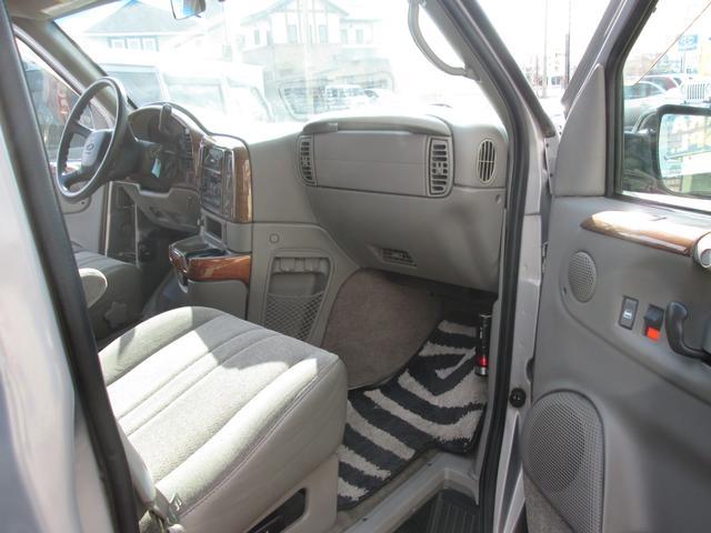 LS ディーラー車 8人乗りAWD BFグットリッチタイヤ(11枚目)
