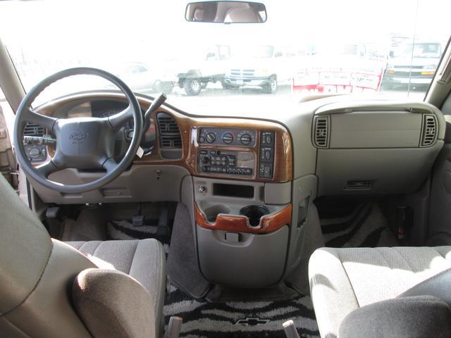 LS ディーラー車 8人乗りAWD BFグットリッチタイヤ(16枚目)