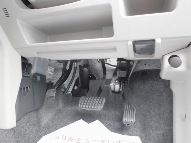 ハンドルの下にも小物が入ります。