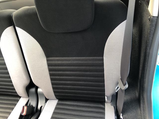 左リヤシート背もたれ。