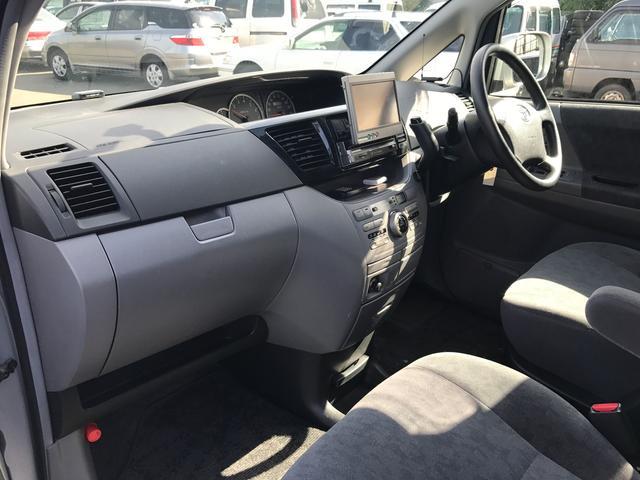 トヨタ ヴォクシー X 4WD 社外DVDナビ オートエアコン 両側スライドドア