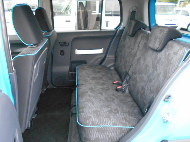 後席も足元が広くゆったりとした空間ですので長距離ドライブでも快適ですね♪収納スペースもたくさんありますので小物の整理などにもとっても役立ちますね♪