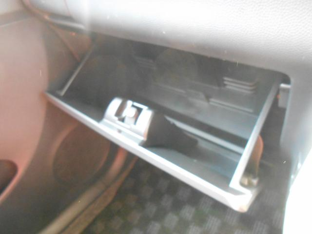 グローブBOXはこんな感じです!たっぷり収納でき、かつデザイン性に優れています♪