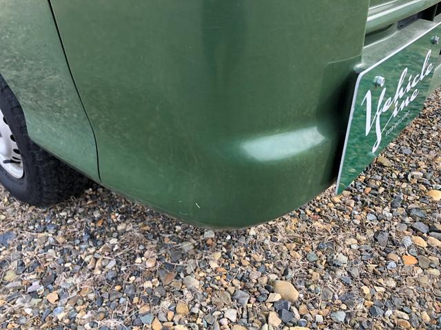 薄い傷フロントバンパー右運転席側下部あります。