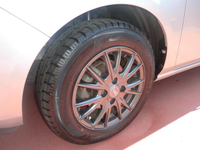 現在スタッドレスタイヤを装着しております。溝は十分にございます!