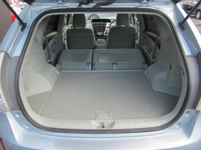 セカンドシートを前倒し、大きな荷物も余裕で積み込みできるフルラゲージモードです。