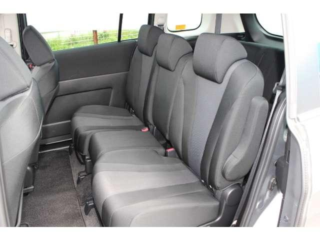 【内装】2列目シート!カラクリシートで収納と座席を選べます!