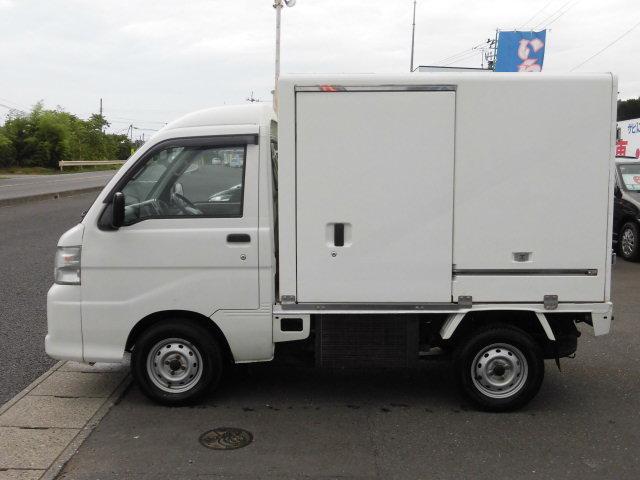 冷蔵冷凍車 4WD(5枚目)