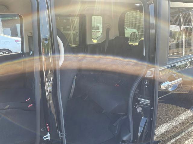 G SSブラックスタイルパッケージ -大阪府仕入- 4WD 禁煙車 衝突被害軽減 SDナビ CD/DVD フルセグ BT接続 バックカメラ 両側自動スライドドア シートヒーター HIDライト オートライト ミラーヒーター サンシェード(23枚目)