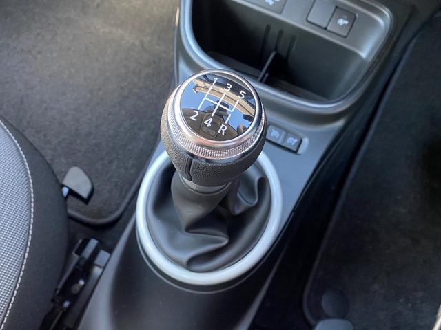 5速マニュアルで存分にドライブをお楽しみください!
