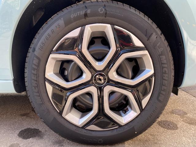 タイヤサイズはフロント165/65R15、リアが185/60R15になります。
