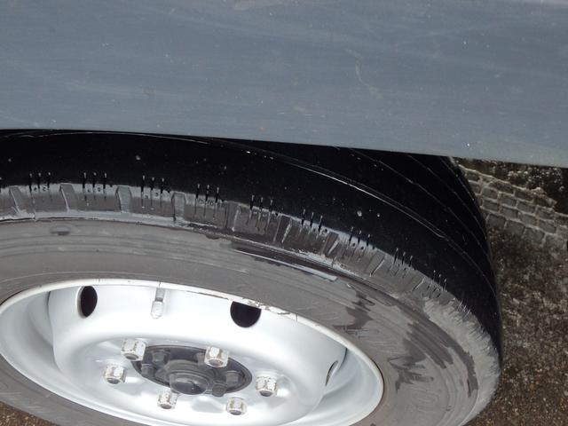 三菱ふそう キャンターガッツ 1.2t Wキャブロング全低床 4WD