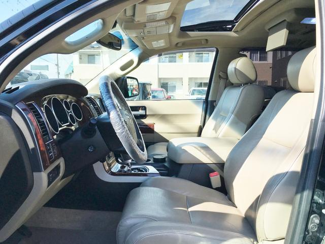 プラチナム V8 4WD サンルーフ 革 26インチAW(4枚目)