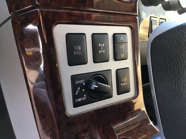 プラチナム V8 4WD サンルーフ 革 26インチAW(7枚目)
