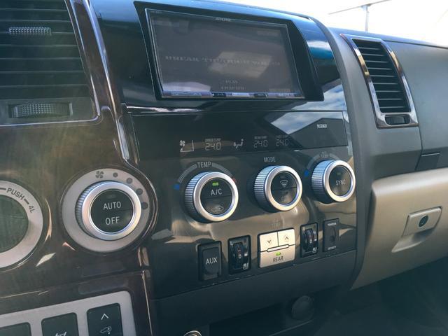 プラチナム V8 4WD サンルーフ 革 26インチAW(8枚目)