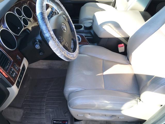 プラチナム V8 4WD サンルーフ 革 26インチAW(12枚目)