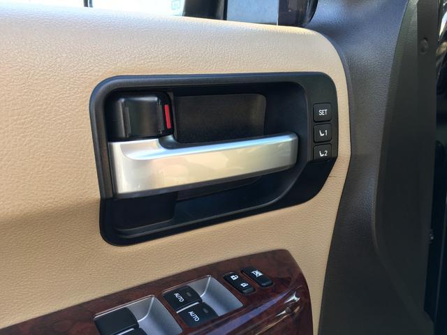プラチナム V8 4WD サンルーフ 革 26インチAW(14枚目)