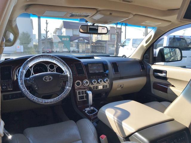 プラチナム V8 4WD サンルーフ 革 26インチAW(17枚目)