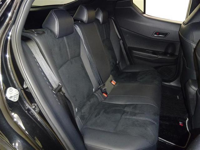 最適なクッション厚を追求した自然な姿勢でくつろげるシートは、ロングクルーズをもっと楽しくします。