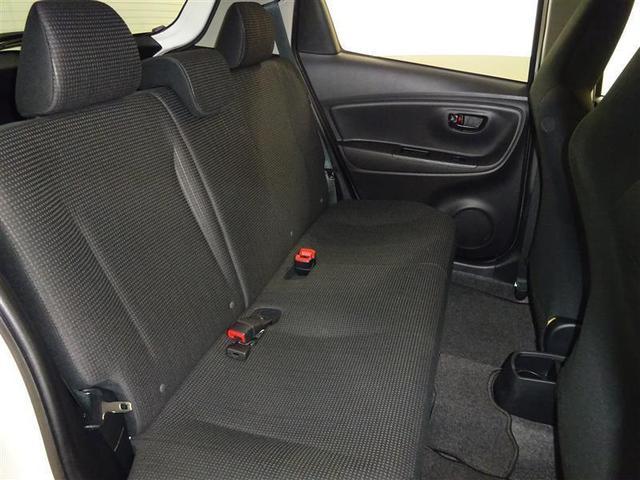 コンパクトカーなのに広いリヤシートには大人3人座れます♪