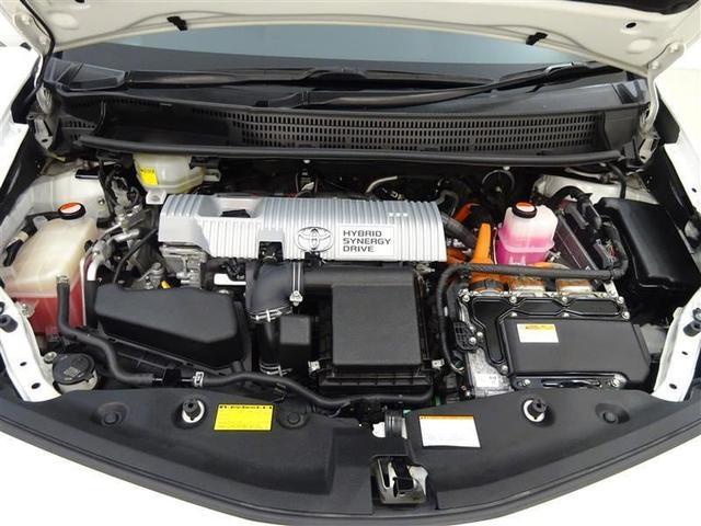 優れたハイブリッドパワートレーンを搭載。1.8Lエンジンとモーターを高次元で協調させ、滑らかで上質な走りです!エンジンルームまでピカピカに仕上げているのが秋田トヨペットの中古車です!
