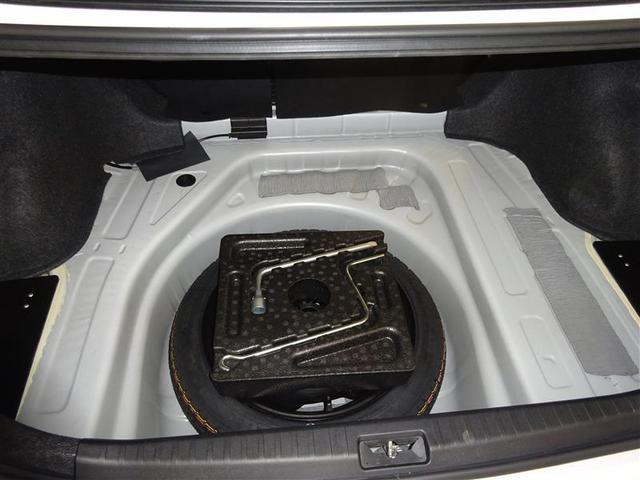 トランクルーム床下にはスペアタイヤを装備