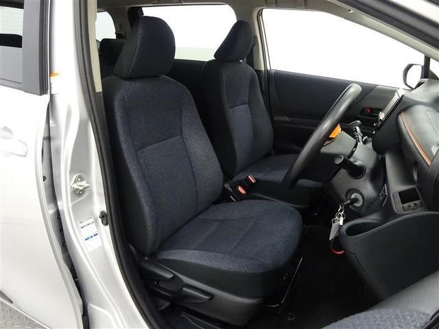 程良い包まれ感で、ロングドライブでも疲れにくいフロントシート。