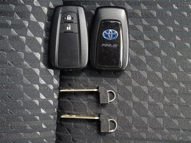 スマートキーをバッグやポケットに携帯していれば、キーを取り出すことなく、ドアの解錠・施錠ができます