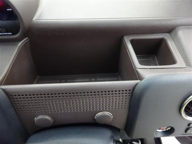 運転席前にも収納スペース♪