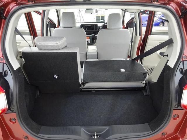 リヤシートを前にたたむと広い格納庫が!リヤシートを起こしたままでも思っているより広いですよ♪