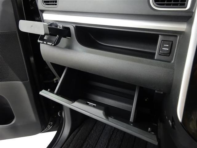 助手席前の収納ボックス&スペース!