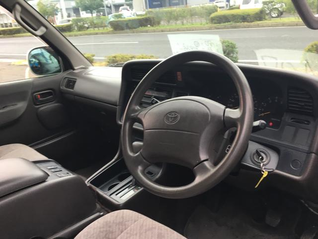トヨタ ハイエースワゴン 3列シート