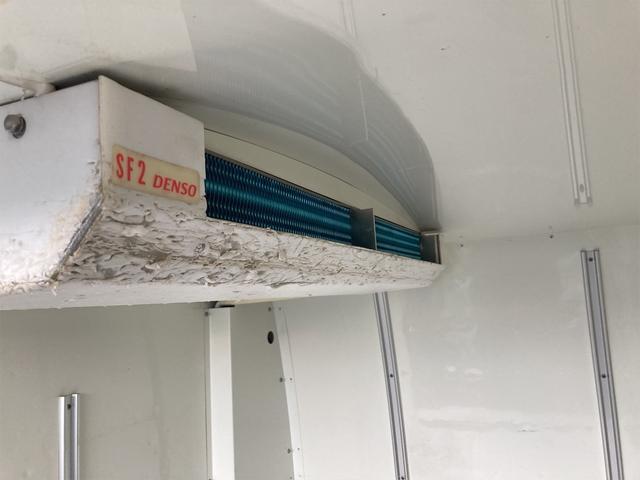 4WD AC 5速MT ホワイト 冷凍冷蔵車(17枚目)