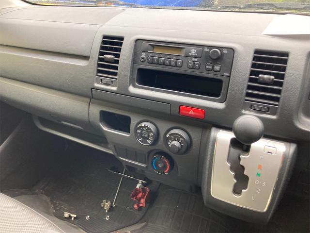 4WD ワンボックス AC オーディオ付 AT(4枚目)