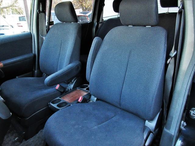 通気性の良いシートになっておりますので長距離移動の際も快適なドライブを満喫頂けます♪座り心地が良くシートの硬さも丁度良いシートになっております♪焦げ穴や汚れもなく綺麗なシートとなっております♪
