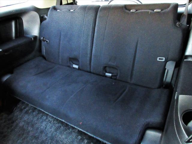 サードシートは狭く物足りない物が多い中こちらのサードシートは前列のシートと大差ないほどの座り心地とゆったり感があります♪窮屈感のある3列目の印象が変わります♪