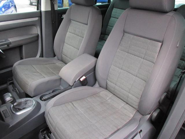 助手席側のシートもシミや汚れなどもなくキレイな状態です♪汚れやすいフロアマットも写真のとおりキレイな状態です♪